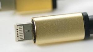 LMCable passt in Lightning- und Micro-USB-Buchsen.