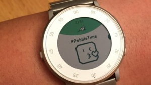 Pebble Time Round mit großem Emoji