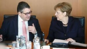 Bundeswirtschaftsminister Sigmar Gabriel mit der Kanzlerin