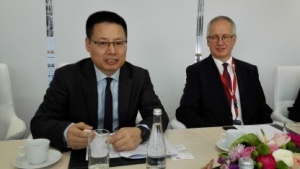 Huawei-Deutschland-Chef Kevin Hu (links)