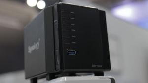 Synologys DS416slim hat Platz für vier kleine 2,5-Zoll-Festplatten.