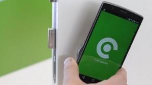 Die Iloq-Türschlösser brauchen Smartphone oder NFC-Schlüsselanhänger als Stromquelle.