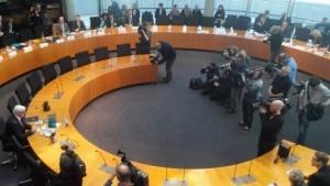Großer Medienandrang bei der Vernehmung von Außenminister Frank-Walter Steinmeier (links)