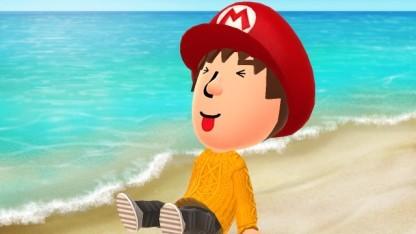 Ein Redakteur macht Fotos von sich am Miitomo-Strand ...