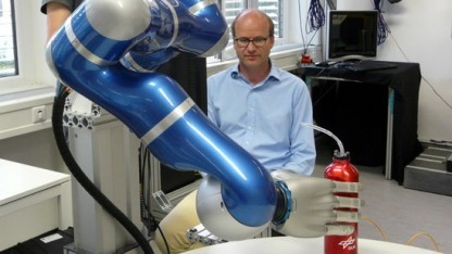 Patrick van der Smagt forscht an Robotern, die Menschen helfen sollen.