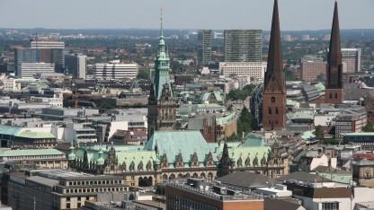 Zentrum von Hamburg mit Rathaus: Vernetzung der Innenstadt bis Mitte 2017