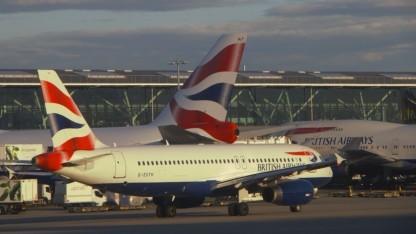 Verkehrsmaschinen der BA auf dem Flughafen Heathrow (Symbolbild),