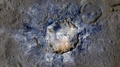 Krater Haulani: Auflösung von 35 Metern pro Pixel
