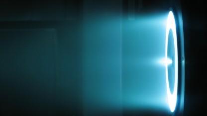 Ein Hall-Effekt-Triebwerk auf dem Teststand