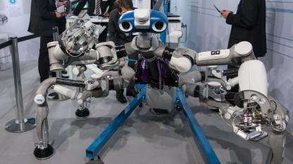 Roboter Mantis: Klettern in der Mondhalle