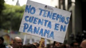 Protestschild: Wir haben kein Konto in Panama. Viele Firmen hingegen schon.