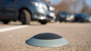 Die Bodensensoren von Bosch sollen freie Parkplätze anzeigen.