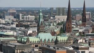 Zentrum von Hamburg mit Rathaus: aktive Rolle im Digitalisierungsprozess