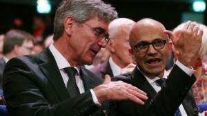Siemens-Chef Joe Kaeser und Microsoft-Chef Satya Nadella auf der Hannover Messe 2016