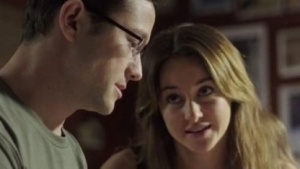 Edward Snowden (Joseph Gordon-Levitt) im Gespräch mit seiner Freundin