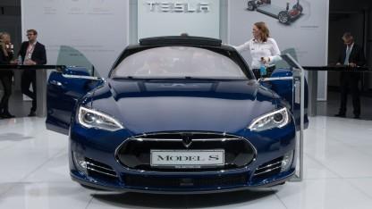 Tesla Model S (auf der IAA 2015): Das Model S 85D wurde ersetzt.