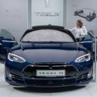 Autonomes Crashen: Tesla Model S rammt selbstständig Anhänger