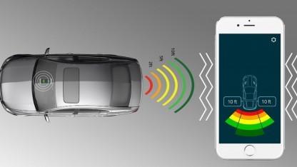 Fensens-Sensor im Kennzeichen kommuniziert mit dem Smartphone.