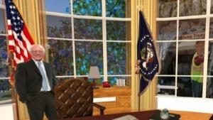 Sanders in einer Nachbildung des Oval Office