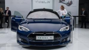 Tesla Model S (auf der IAA 2015): Sensoren erfassen bestimmte Hindernisse nicht.