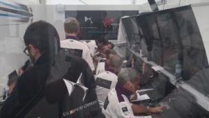 Das Team von HPE beim E-Prix in Berlin: Rennen gewinnen helfen