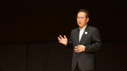Fujitsu-Chef Tatsuya Tanaka auf der Keynote der Hausmesse Fujitsu Forum