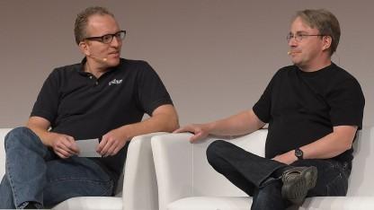 Dirk Hohndel (l.) im Gespräch mit Linus Torvalds