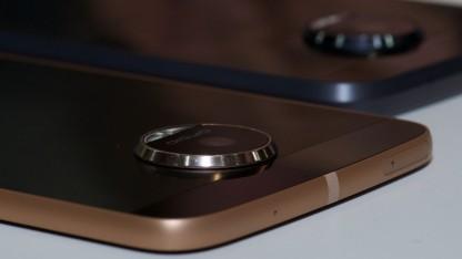 Die Kamera des Moto Z sorgt dafür, dass die Moto Mods korrekt angedockt werden.