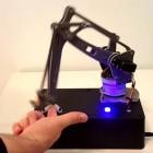 Ethik: Roboter verletzt Menschen absichtlich