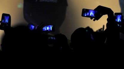 Konzerte werden oft mit dem Smartphone gefilmt.