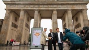 Bernhard Schodrowski (Stellv. Senatssprecher), Nils Rauterberg (Geschäftsführer Audible), Benjamin Akinci (CEO abl Social Federation) (v. l. n. r.)