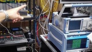 Docsis-3.1-Technik bei Unitymedia auf der Anga Com hinterm Messestand