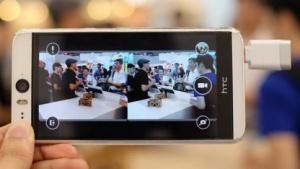Die Eye-Plug-Kamera an einem HTC-Smartphone