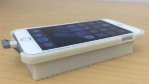Das iPhone-Android-Gespann in einem selbstgedruckten Gehäuse.