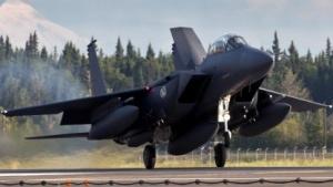 Ein F15-Jet bei der Landung