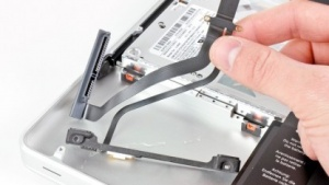 Festplattenflachband-Kabel im Macbook Pro 13 Zoll