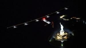 Solar Impulse 2 im Anflug auf New York (am 11. Juni 2016): mehrere Zwischenlandungen in den USA