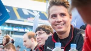 """Simon """"Handsken"""" Haag bei der ESL One 2016 in der Frankfurter Commerzbank-Arena"""