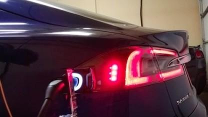 Laderoboter für das Model S