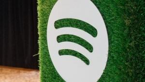 Spotify sieht sich durch Apple behindert.