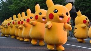 Pikachu bei Straßenfest in Japan