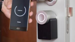 Das Smart Lock von Nuki mit der dazugehörenden App