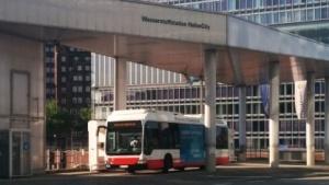 Bus an der Wasserstofftankstelle in Hamburg: keine Kohlendioxid-Emissionen