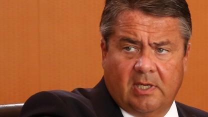 Wirtschaftsminister Gabriel will die Netzneutralität mit hohen Bußgeldern sicherstellen.