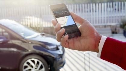 BMW Connected: Die App dirigiert den Fahrer vom Parkplatz zum Ziel.