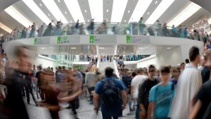 Besucher auf der Gamescom in Köln