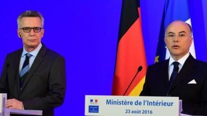 Frankreichs Innenminister Cazeneuve (r.) hat offenbar andere Vorstellungen als sein deutscher Amtskollege de Maizière
