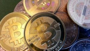 Digitale Bitcoin lassen sich auf physischen Münzen speichern.