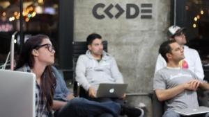 Das Studium an der Code University soll praxisbezogener werden als das Informatik-Studium.