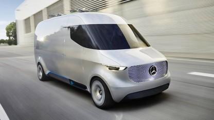 Vision Van: Automatisiertes Ladesystem belädt die Drohnen.